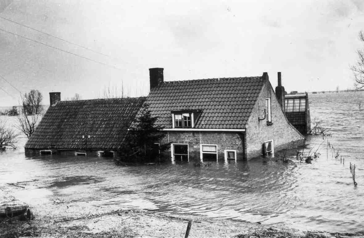 Een plaats voor herinneringen aan slachtoffers van de watersnood 1953 - Het huis van de cabriolet ...